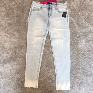 Celebrity Pink Raw Edge Ankle Jeans Size 7/8